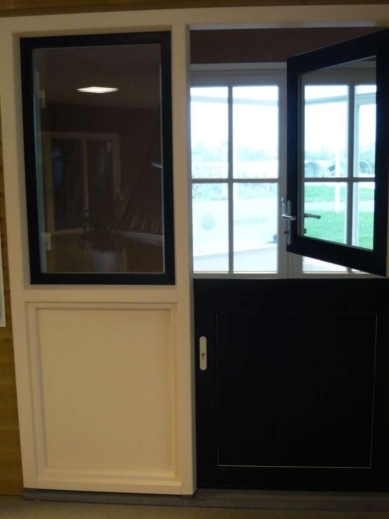 Openslaande kunststof boerendeur in onze showroom