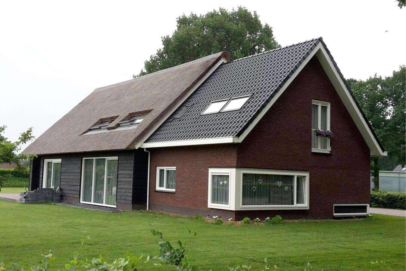 Houtnerfstructuur kunststof kozijnen in Hooghalen.